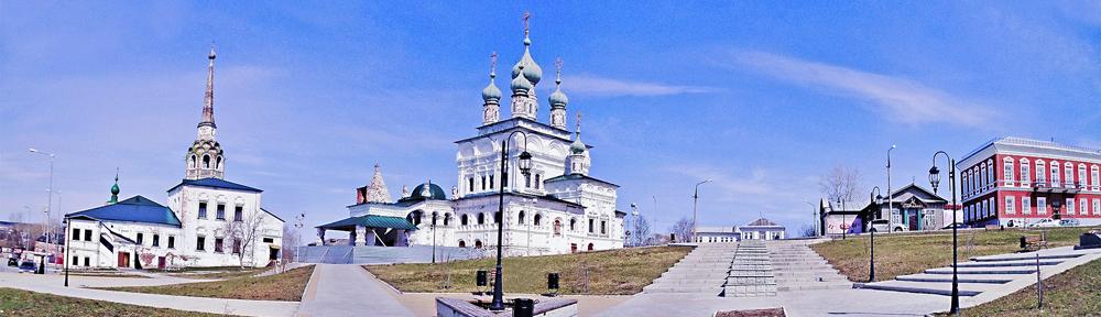 Соликамск: центральный сквер с Воскресенской церковью и Свято-Троицким собором