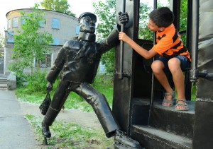 Березники: памятник опаздывающему пассажиру трамвая