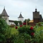 Стены и башни монастыря