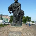 Памятник Бурлаку