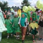 Дити на празднике Огурца