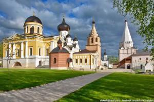 Старица, Свято-Успенский мужской монастырь