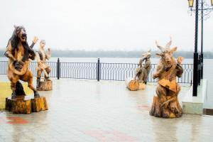 Скульпуры на набережной